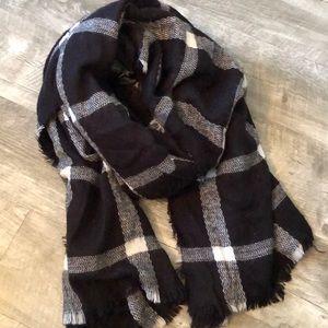 Old Navy Black & White Plaid Blanket Scarf!